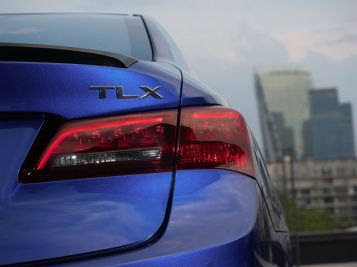 Acura TLX-12