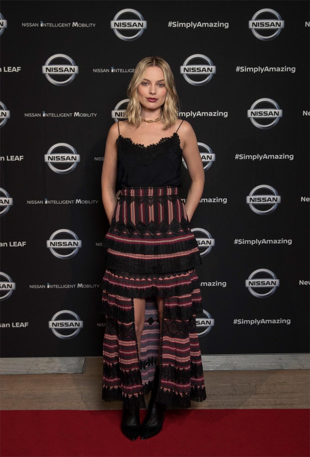 Nissan y la actriz Margot Robbie se unen para impulsar el acceso