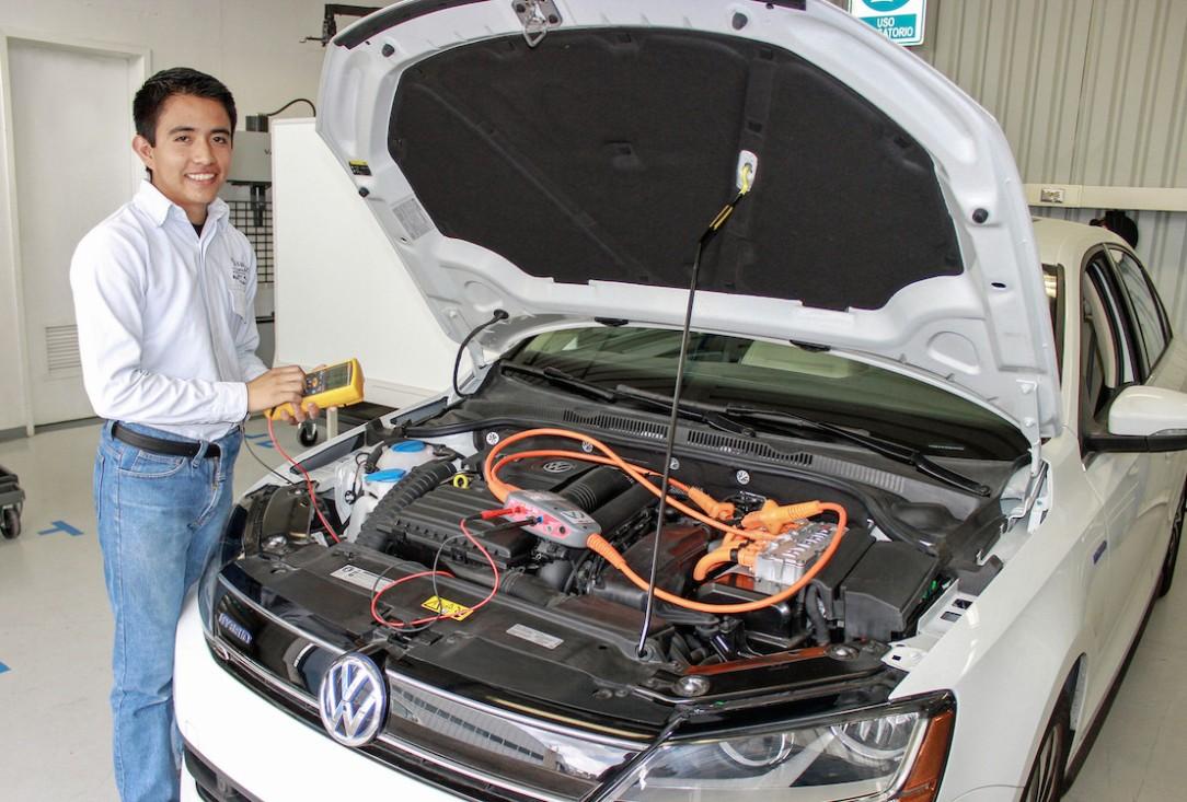 Volkswagen-de-Mexico-integra-una-nueva-especialidad-a-su-Centro-de-Formacion-Dual_