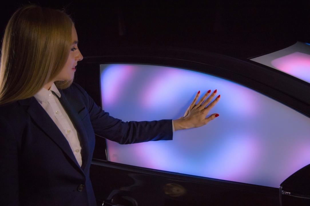 El nuevo Nissan LEAF se transforma y electrifica la premier de l