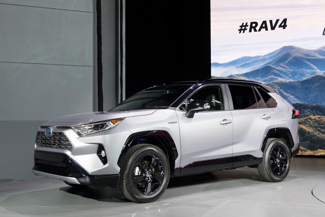 Toyota_NYIAS_2018_2019_RAV4_02_C8C8D39F9CDDAF6ED1E10C4F97215379545F4DE8
