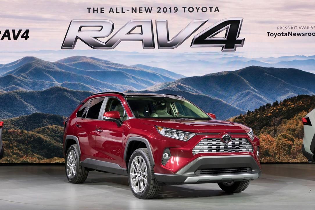 Toyota_NYIAS_2018_2019_RAV4_03_7F2BEC1CB7409A12A3A0AA8F3F456E8EB545EA9C