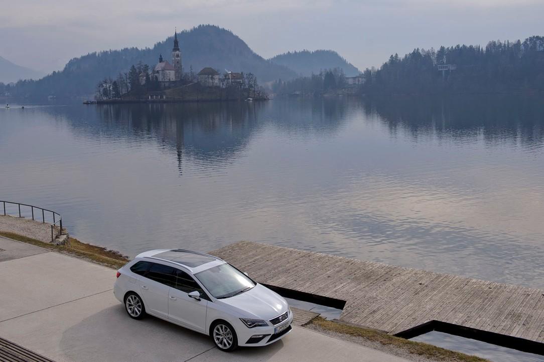 SEAT_Exploring_Places_Situado a los pies de los Alpes Julianos en Eslovenia se encuentra el lago de Bled