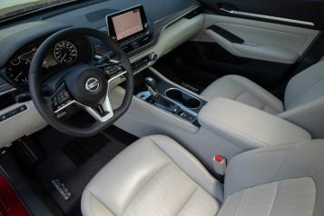 Nissan Altima Edition ONE se basa en la versión más equipada del nuevo Nissan Altima 2019, la cual incluye asientos confeccionados en cuero, sistema de audio premium Bose®, techo corredizo, el motor turbocargado de compresión variable avanzado y ProPILOT Assist.