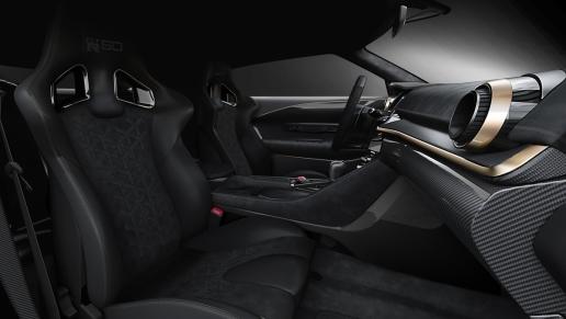 En el interior, Nissan GT-R50 de Italdesign refleja su ADN moderno y de alto desempeño.