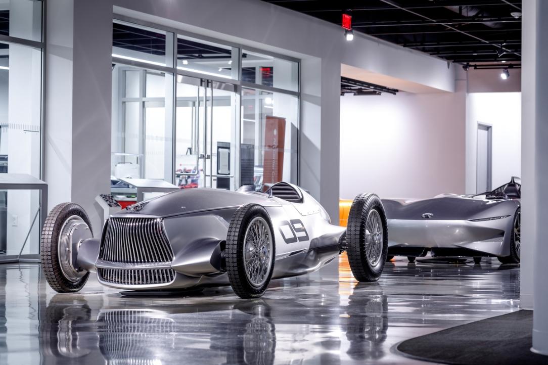 INFINITI Prototype 9 y Prototype 10 en exhibición en el Museo A