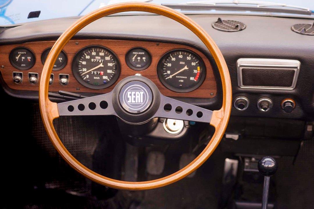 1970-SEAT-850-Spider-steering-wheel_HQ