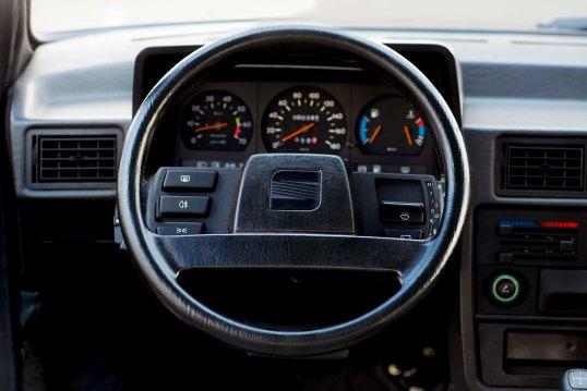 1980-1990-SEAT-Ibiza-steering-wheel_HQ
