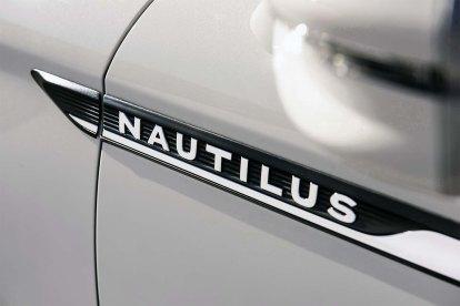 New_19Lincoln-Nautilus_11_HR