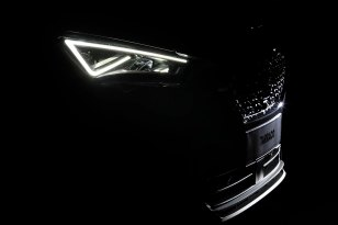 300-LEDS-behind-the-lights-of-your-car_009_HQ