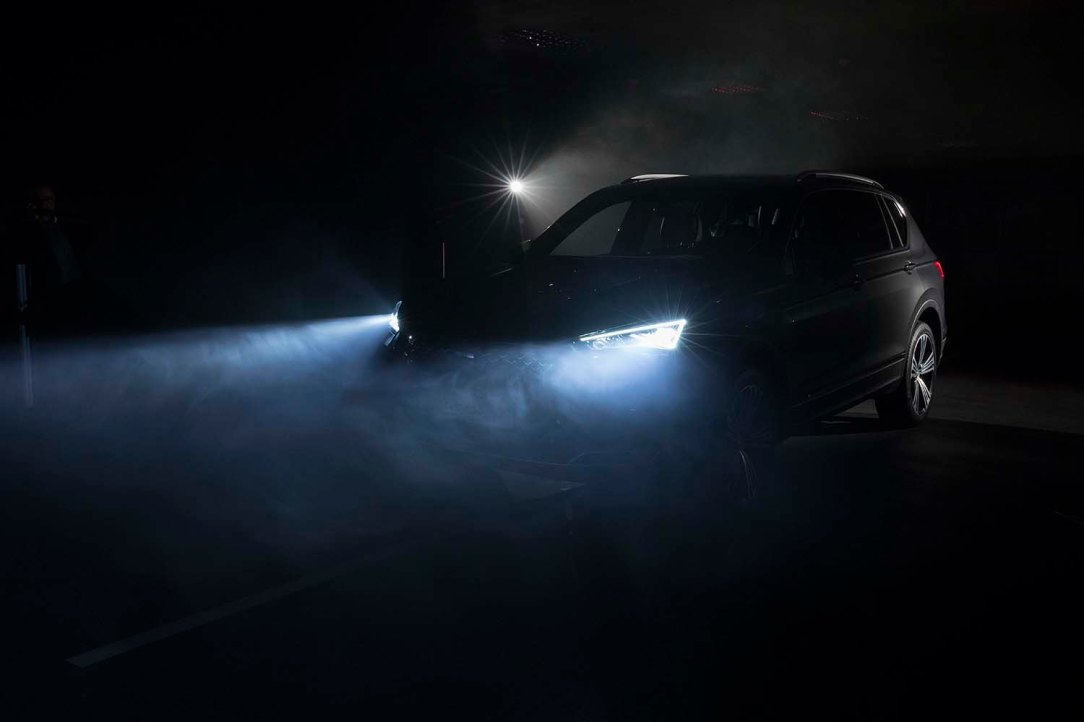 300-LEDS-behind-the-lights-of-your-car_011_HQ