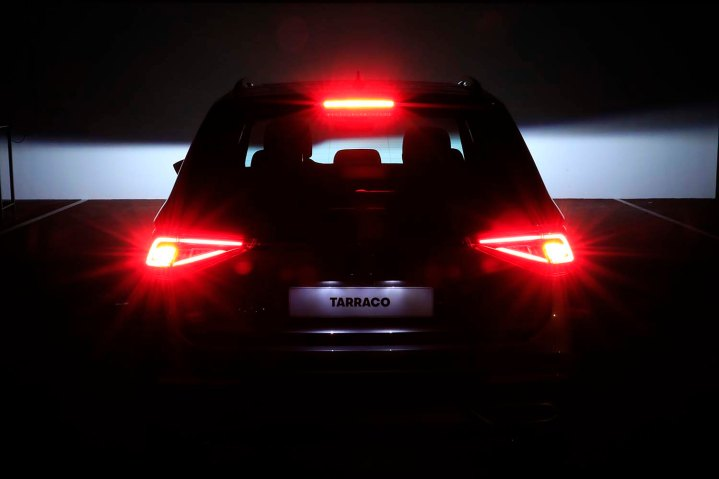 300-LEDS-behind-the-lights-of-your-car_014_HQ