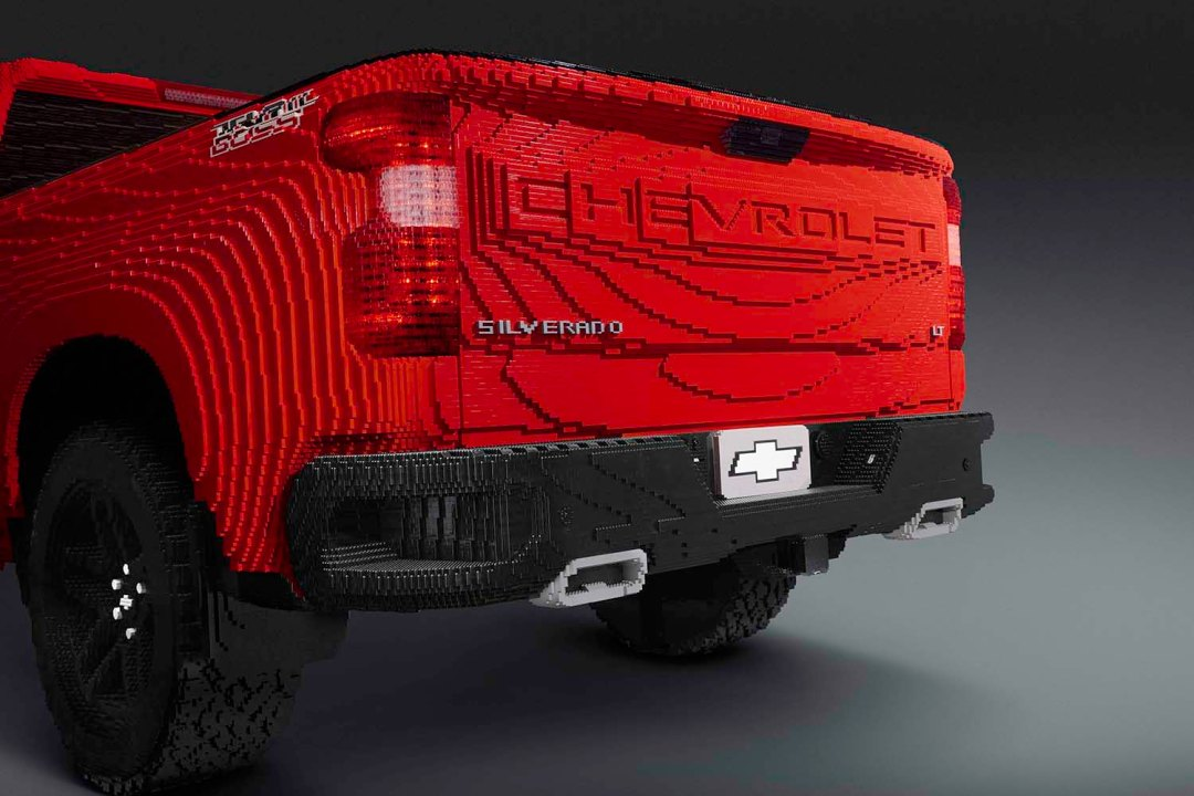 "The 2019 Silverado 1500 recalls the Chevy trucks of the 1950s and '60s through the ""CHEVROLET"" name featured on the tailgate. Just like the real-life Trail Boss, the LEGO® model includes larger cutouts in the class-exclusive CornerStep bumpers."