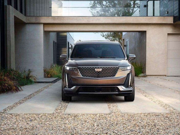 Bright Galvano exterior accents on the exterior distinguish the Cadillac XT6 Premium Luxury model.