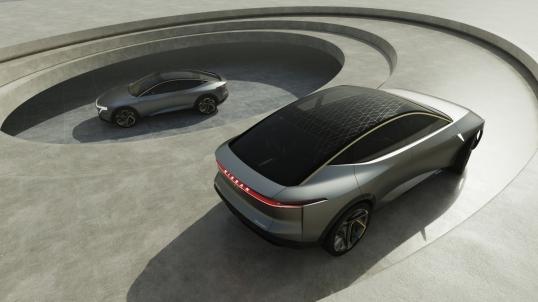 Se define por su identidad de vehículo eléctrico (EV) puro, con la batería ubicada debajo, elevando la altura de la cabina.