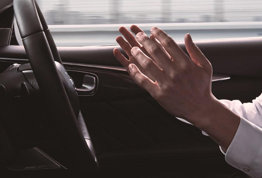 Nissan devela nuevo Skyline con sistema de asistencia para el co