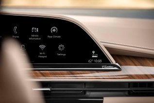 The 2021 Escalade showcases the first curved OLED in the industry with over 38 inches diagonal of total display. Featuring twice the pixel density of a 4K television, this technology enables bold imagery, perfect blacks and the largest color range available in the automotive industry.