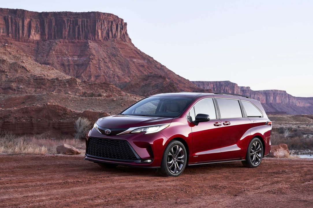 2021_Toyota_Sienna_XSE_01-scaled
