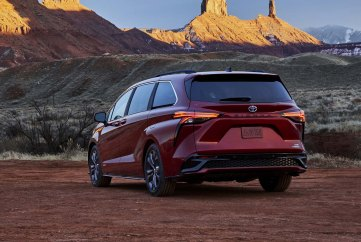 2021_Toyota_Sienna_XSE_05-scaled