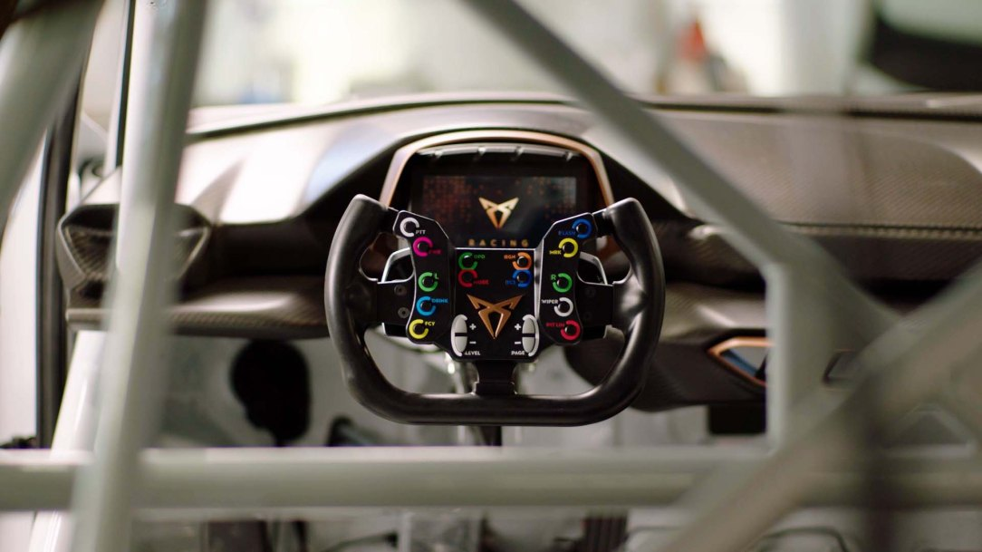 This-is-how-the-new-CUPRA-e-Racer-gears-up-to-compete_07_HQ