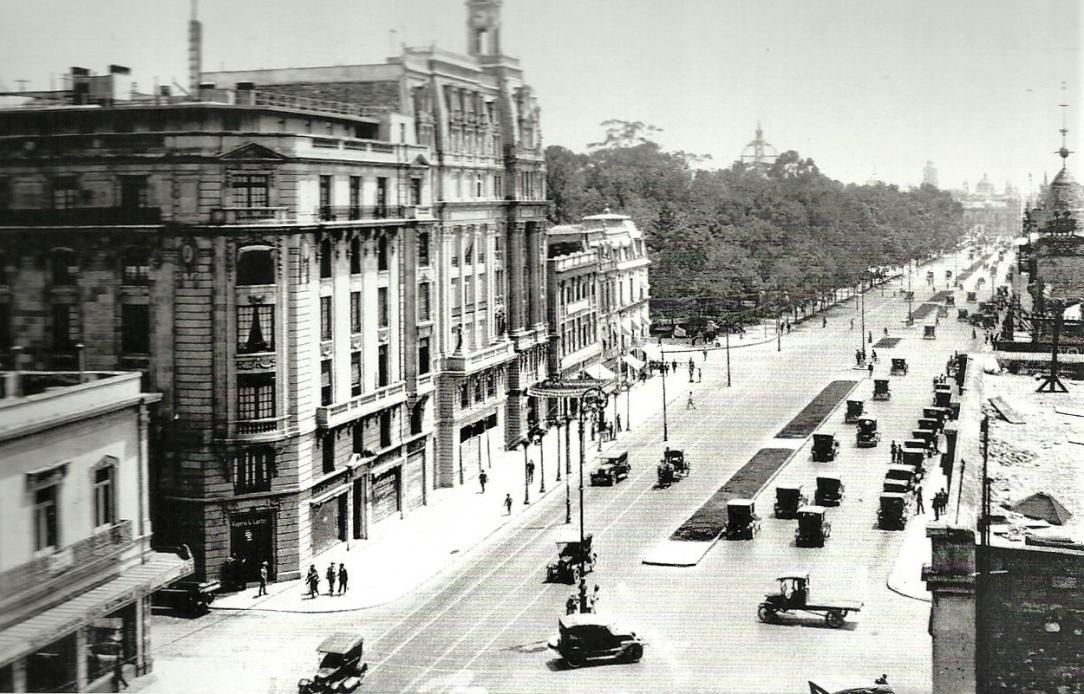 08 Los automóviles desplazaron a los carruajes y se convirtieron en el principal medio de transporte citadino