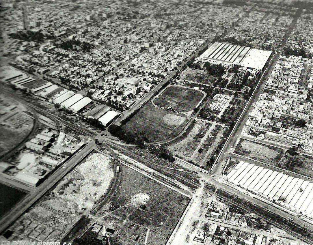 50 En 1949, Ford Motor Company de México amplió su planta industrial e incrementó su capital significativamente