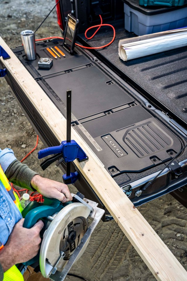 New clamp pockets are built in to the tailgate of every truck, so customers can hold materials down for precision work. An available flat Tailgate Work Surface also includes integrated rulers, a mobile device holder, cupholder and pencil holder.