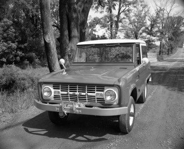 1967 Bronco w-winch 147009-8