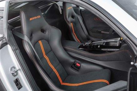 Mercedes-AMG GT Black Series (Kraftstoffverbrauch kombiniert: 12,8 l/100 km, CO2-Emissionen kombiniert: 292 g/km), 2020, Interieur, Schalensitz, Autositz, AMG Schalensiz aus Carbon mit orangen Kontrastziernähten Mercedes-AMG GT Black Series (combined fuel consumption: 12,8 l/100 km, combined CO2 emissions: 292 g/km), 2020, Interieur, seat, AMG seat in carbon with orange contrast stitching