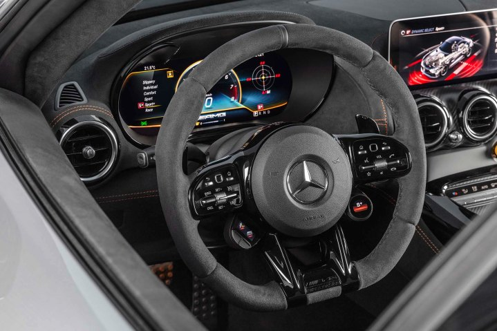Mercedes-AMG GT Black Series (Kraftstoffverbrauch kombiniert: 12,8 l/100 km, CO2-Emissionen kombiniert: 292 g/km), 2020, Interieur, Lenkrad, AMG Performance Lenkrad Mikrofaser DINAMICA mit AMG Lenkradtasten Mercedes-AMG GT Black Series (combined fuel consumption: 12,8 l/100 km, combined CO2 emissions: 292 g/km), 2020, Interieur, Steering wheel, AMG performance steering wheel microfibre DINAMICA with AMG steering wheel buttons