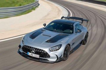 Mercedes-AMG GT Black Series (Kraftstoffverbrauch kombiniert: 12,8 l/100 km, CO2-Emissionen kombiniert: 292 g/km), 2020, Exterieur, Rennstrecke, dynamisch, Front, Seite, hightechsilber Mercedes-AMG GT Black Series (combined fuel consumption: 12,8 l/100 km, combined CO2 emission s: 292 g/km), 2020, exterieur, race track, dynamic, front, side, hightechsilver