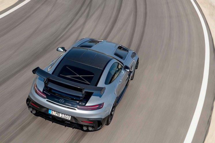 Mercedes-AMG GT Black Series (Kraftstoffverbrauch kombiniert: 12,8 l/100 km, CO2-Emissionen kombiniert: 292 g/km), 2020, Exterieur, Rennstrecke, dynamisch, Leichtbau-Dach in Sicht-Carbon, hightech-silver Mercedes-AMG GT Black Series (combined fuel consumption: 12,8 l/100 km, combined CO2 emissions: 292 g/km), 2020, ext erieur, race track, dynamic, leightweight-roof in visible caron, hightech-silver