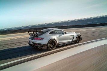 Mercedes-AMG GT Black Series (Kraftstoffverbrauch kombiniert: 12,8 l/100 km, CO2-Emissionen kombiniert: 292 g/km), 2020, Exterieur, Rennstrecke, dynamisch, Seite, doppelter Heckflügel, hightechsilber Mercedes-AMG GT Black Series (combined fuel consumption: 12,8 l/100 km, combined CO2 emissions: 292 g/km), 2020, exterieur, race track, dynamic, side, double rear wing, hightechsilver