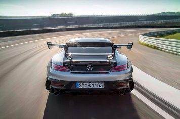 Mercedes-AMG GT Black Series (Kraftstoffverbrauch kombiniert: 12,8 l/100 km, CO2-Emissionen kombiniert: 292 g/km), 2020, Exterieur, Rennstrecke, dynamisch, Heck, doppelter Heckflügel, Abgasanlage, hightechsilber Mercedes-AMG GT Black Series (combined fuel consumption: 12,8 l/100 km, combined CO2 emissions: 292 g/km), 20 20, exterieur, race track, dynamic, rear, double rear wing, exhaust System, hightechsilver