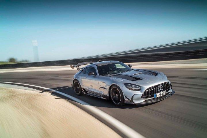Mercedes-AMG GT Black Series (Kraftstoffverbrauch kombiniert: 12,8 l/100 km, CO2-Emiss ionen kombiniert: 292 g/km), 2020, Exterieur, Rennstrecke, dynamisch, Front, Seite, hightechsilber Mercedes-AMG GT Black Series (combined fuel consumption: 12,8 l/100 km, combined CO2 emissions: 292 g/km), 2020, exterieur, race track, dynamic, front, side, hightechsilver