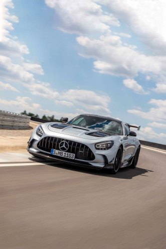 Mercedes-AMG GT Black Series (Kraftstoffverbrauch kombiniert: 12,8 l/100 km, CO2-Emissionen kombiniert: 292 g/km), 2020, Exterieur, Rennstrecke, dynamisch, Front, Kühlergrill, Frontdiffusor, Flics, Air Curtains, hightechsilber Mercedes-AMG GT Black Series (combined fuel consumption: 12,8 l/100 km, combined CO2 emissions: 292 g/km), 2020, exterieur, race track, dynamic, front, radiator grille, front diffusor, Flics, Air Curtains, hightechsilver