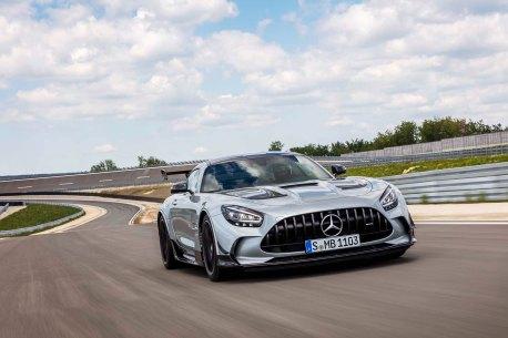 Mercedes-AMG GT Black Se ries (Kraftstoffverbrauch kombiniert: 12,8 l/100 km, CO2-Emissionen kombiniert: 292 g/km), 2020, Exterieur, Rennstrecke, dynamisch, Front, Kühlergrill, Frontdiffusor, Flics, Air Curtains, hightechsilber Mercedes-AMG GT Black Series (combined fuel consumption: 12,8 l/100 km, combined CO2 emissions: 292 g/km), 2020, exterieur, race track, dynamic, front, radiator grille, front diffusor, Flics, Air Curtains, hightechsilver