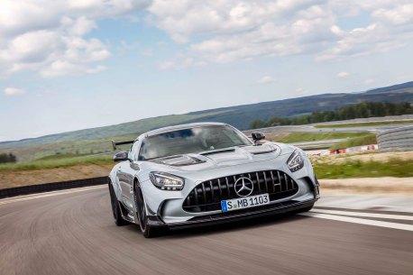 Mercedes-AMG GT Black Series (Kraftstoffverbrauch kombiniert: 12,8 l/100 km, CO2-Emissionen kombiniert: 2 92 g/km), 2020, Exterieur, Rennstrecke, dynamisch, Front, Kühlergrill, Frontdiffusor, Flics, Air Curtains, hightechsilber Mercedes-AMG GT Black Series (combined fuel consumption: 12,8 l/100 km, combined CO2 emissions: 292 g/km), 2020, exterieur, race track, dynamic, front, radiator grille, front diffusor, Flics, Air Curtains, hightechsilver
