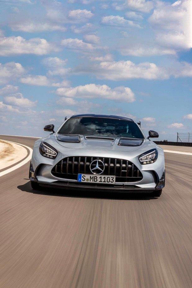 Mercedes-AMG GT Black Series (Kraftstoffverbrauch kombiniert: 12,8 l/100 km, CO2-Emissionen kombiniert: 292 g/km), 2020, Exterieur, Rennstrecke, dynamisch, Front, Kühlergrill, Frontdiffusor, Flics, Air Curtains, hightechsilber Mercedes-AMG GT Black Series (combined fuel consump tion: 12,8 l/100 km, combined CO2 emissions: 292 g/km), 2020, exterieur, race track, dynamic, front, radiator grille, front diffusor, Flics, Air Curtains, hightechsilver
