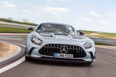 Mercedes-AMG GT Black Series (Kraftstoffverbrauch kombiniert: 12,8 l/100 km, CO2-Emissionen kombiniert: 292 g/km), 2020, Exterieur, Rennstrecke, dynamisch, Front, Kühlergrill, Frontdiffusor, Flics, Air Curtains, hightechsilber Mercedes-AMG GT Black Series (combined fuel consumption: 12,8 l/100 km, combined CO2 emissions: 292 g/km), 2020, exterieur, race track, dynamic, front, radiator grille, front diffusor, Flics, Air Curtains, hightech-silver