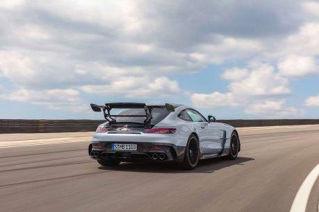 Mercedes-AMG GT Black Series (Kraftstoffverbrauch kombiniert: 12,8 l/100 km, CO2-Emissionen kombiniert: 292 g/km), 2020, Exterieur, Rennstrecke, dynamisch, Heck, doppelter Heckflügel, Carbon-Elemente, Diffusor, Hightech-silber Mercedes-AMG GT Black S eries (combined fuel consumption: 12,8 l/100 km, combined CO2 emissions: 292 g/km), 2020, exterieur, race track, dynamic, rear, double rear wing, carbon elements, diffusor, hightech-silver