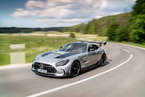 Mercedes-AMG GT Black Series (Kraftstoffverbrauch kombiniert: 12,8 l/100 km, CO2-Emissionen kombiniert: 292 g/km), 2020, Exterieur, Landstrasse, dynamisch, Front, Seite, Frontdiffusor, hightechsilber Mercedes-AMG GT Black Series (combined fuel consumption: 12,8 l/100 km, combined CO2 emissions: 292 g/km), 2020, exterieur, public road, dynamic, front, side, front diffusor, hightechsilver