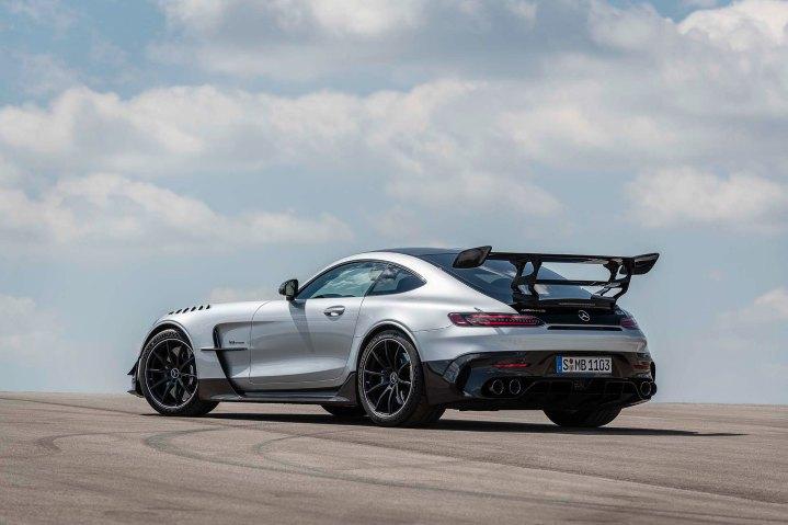 Mercedes-AMG GT Black Series (Kraftstoffverbrauch kombiniert: 12,8 l/100 km, CO2-Emissionen kombiniert: 292 g/km), 2020, Exterieur, Seite, Heck, doppelter Heckflügel, hightechsilber Mercedes-AMG GT Black Series (combined fuel consumption: 12,8 l/100 km, combined CO2 emissions: 292 g/km), 2020, Exterieur, rear, double rear wing, exhaust System, hightechsilver