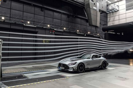 Mercedes-AMG GT Black Series (Kraftstoffverbrauch kombiniert: 12,8 l/100 km, CO2-Emissionen kombiniert: 292 g/km), 2020, Windtunnel, Exterieur, Aerodynamik, hightechsilber, Front, Seitenansicht Mercedes-AMG GT Black Series (combined fuel consumption: 12,8 l/100 km, combined CO2 emissions: 292 g/km), 2020, exterieur, aerodynamic, hightechsilver, front, side perspective