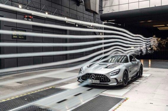 Mercedes-AMG GT Black Series (Kraftstoffverbrauch kombiniert: 12,8 l/100 km, CO2-Emissionen kombiniert: 292 g/km), 2020, Windtunnel, Exterieur, Aerodynamik, hightechsilber, Front Mercedes-AMG GT Black Series (combined fuel consumption: 12,8 l/100 km, combined CO2 emissions: 292 g/km), 2020, exterieur, aerodynamic, hightechsilver, front
