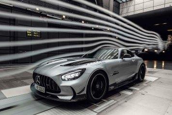 Mercedes-AMG GT Black Series (Kraftstoffverbrauch kombiniert: 12,8 l/100 km, CO2-Emissionen kombiniert: 292 g/km), 2020, Windtunnel, Exterieur, Aerodynamik, hightechsilber, Front, Seitenansicht, Rad, Kühlergrill, Frontdiffusor Mercedes-AMG GT Black Series (combined fuel consumption: 12,8 l/100 km, combined CO2 emissions: 292 g/km), 2020, exterieur, aerodynamic, hightechsilver, front, side perspective, Wheel, Radiator grille, front diffusor