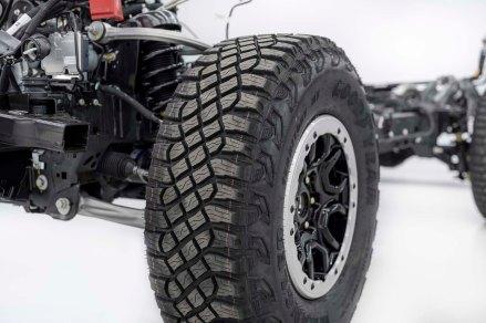 35-inch-diameter beadlock-capable LT315/70R17 mud-terrain tires.
