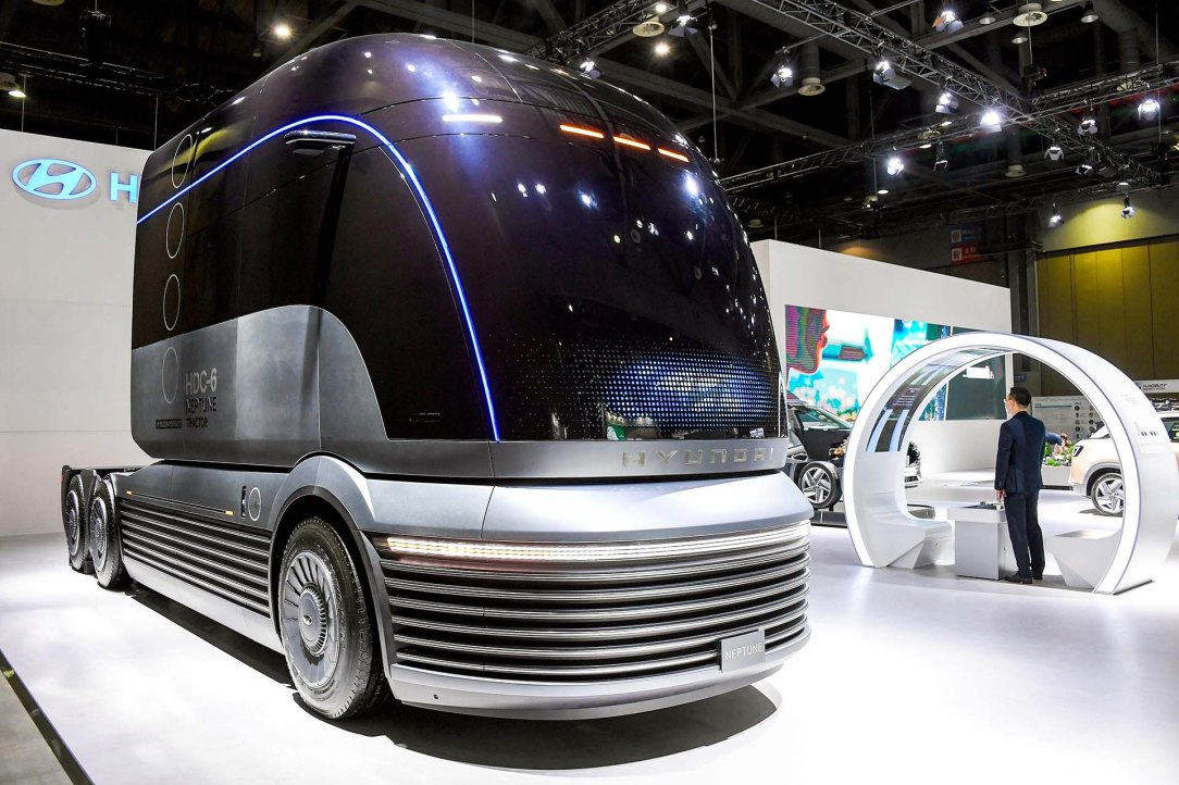 (Photo 6) HMC at H2 Mobility + Energy Show
