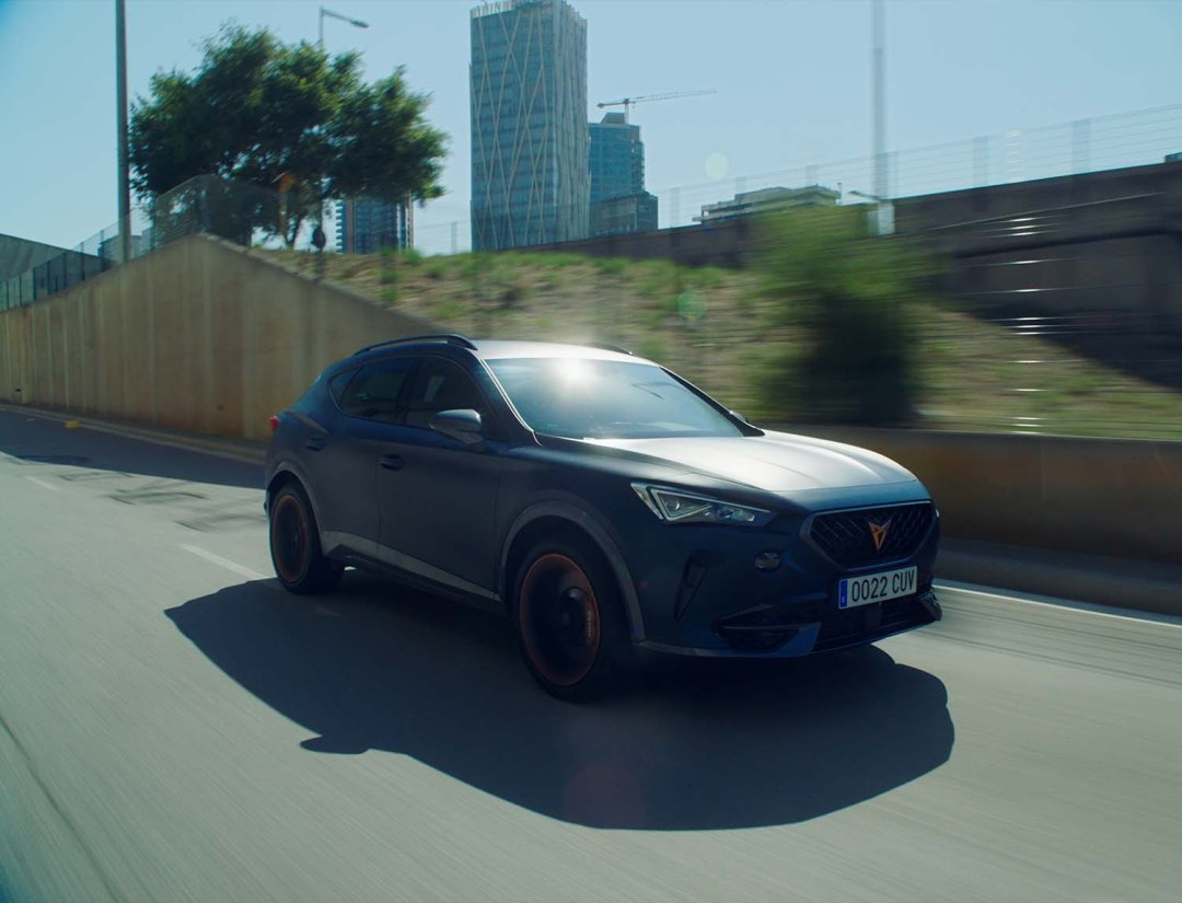 The-CUPRA-Formentor-becomes-the-official-car-of-FC-Barcelona_07_HQ