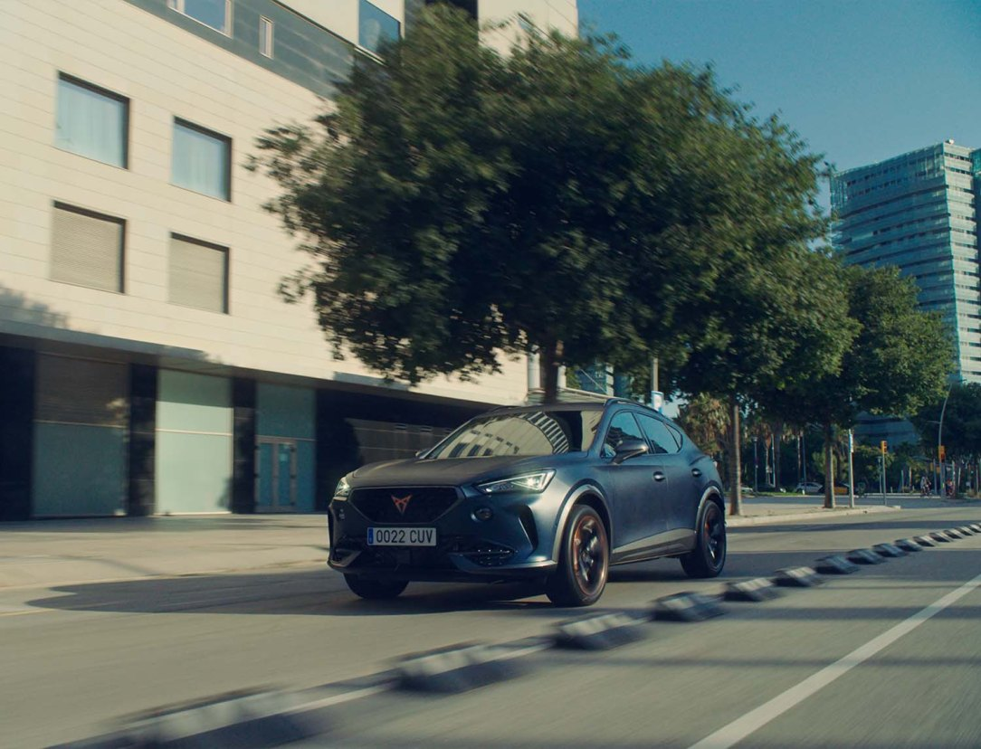 The-CUPRA-Formentor-becomes-the-official-car-of-FC-Barcelona_08_HQ